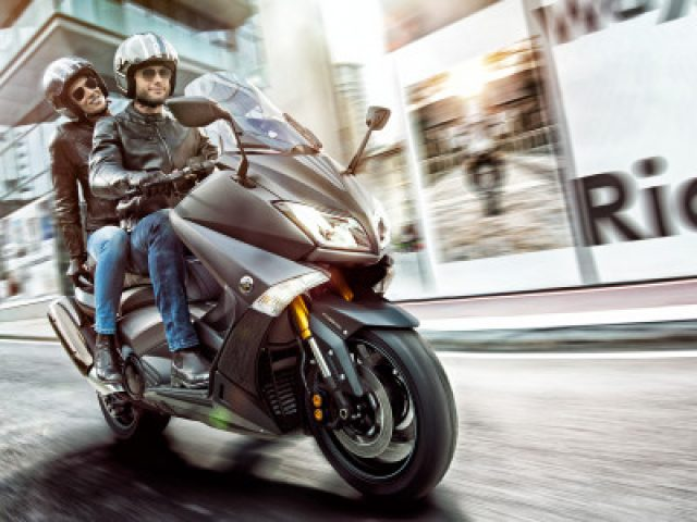 Yamaha-TMAX-BBDO-Milan-Matthijs-van-roon-vanroon-photography-speed-400x300